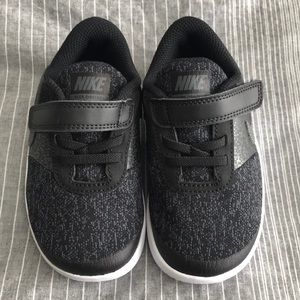 NEW Toddler/Kids Nike shoes in black & size 9! 👟
